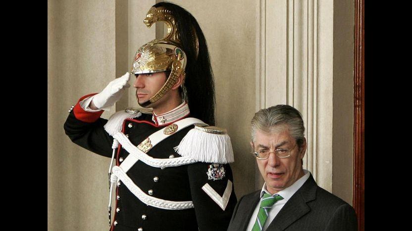 Ministeri al Nord, Bossi sfida Napolitano