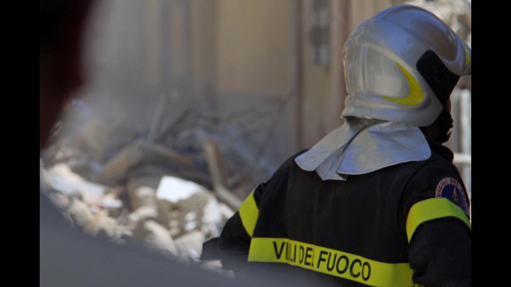 Crolla palazzina nel foggiano: un morto e un disperso