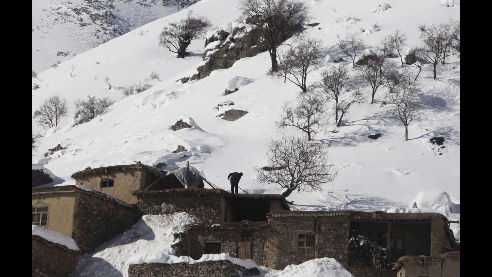Afghanistan, valanga travolge villaggio: 37 morti accertati