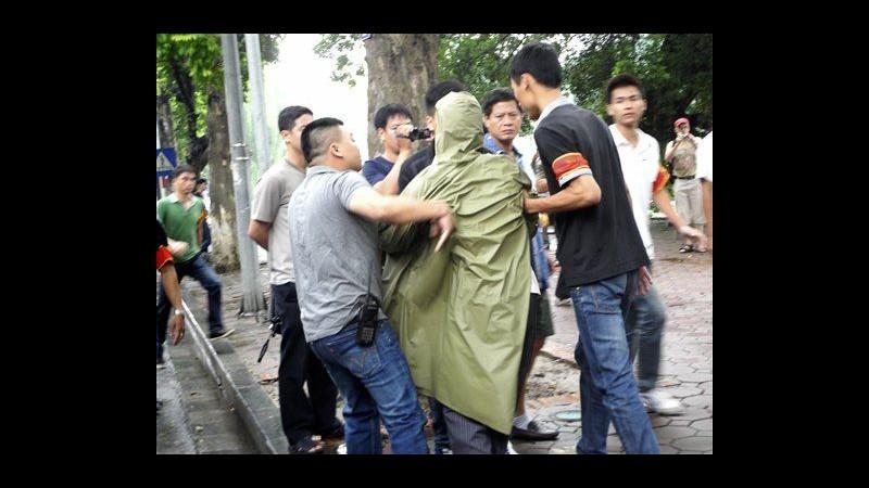 Vietnam, polizia blocca protesta anticinese a Hanoi: decine di arresti