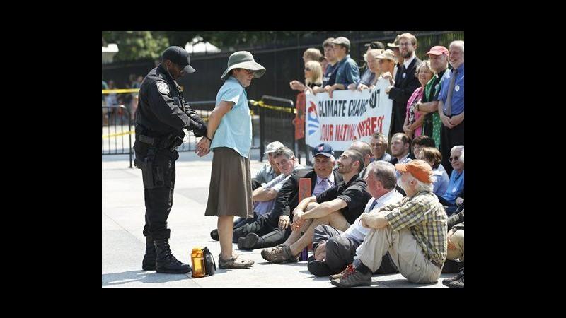 Usa, ambientalisti fuori Casa Bianca contro nuovo oleodotto:65 arresti
