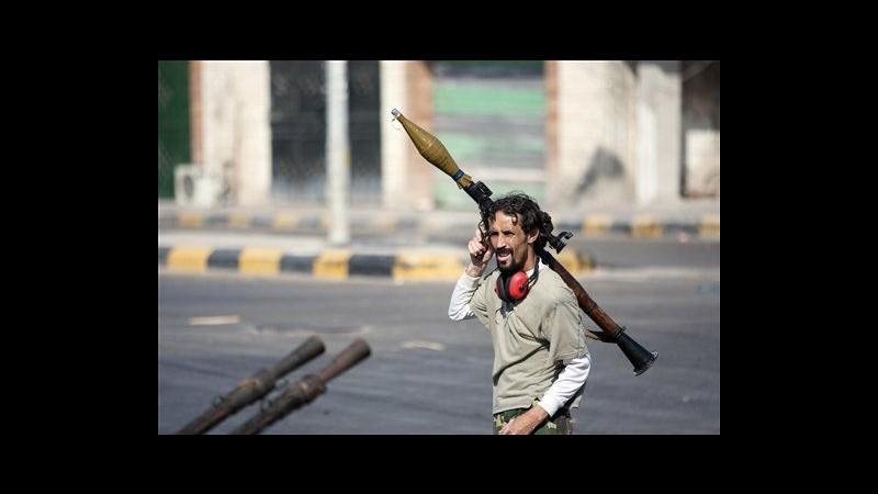 Libia, 5 forti esplosioni a Tripoli mentre ribelli avanzano