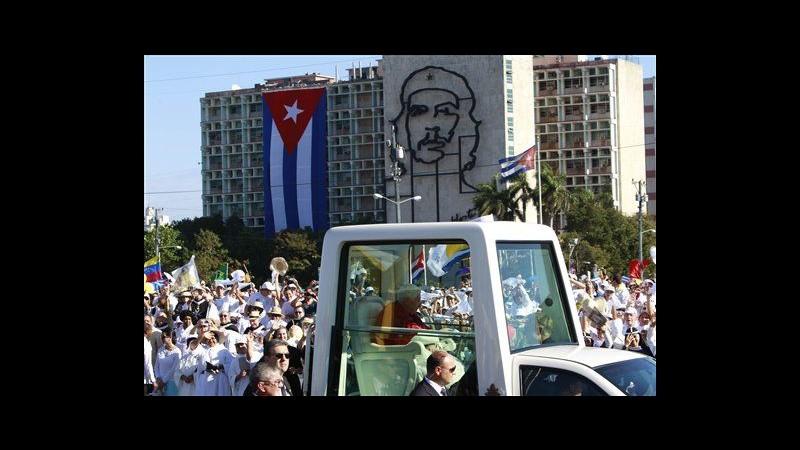 Cuba, migliaia di persone a Plaza Revolucion a L'Avana per messa Papa