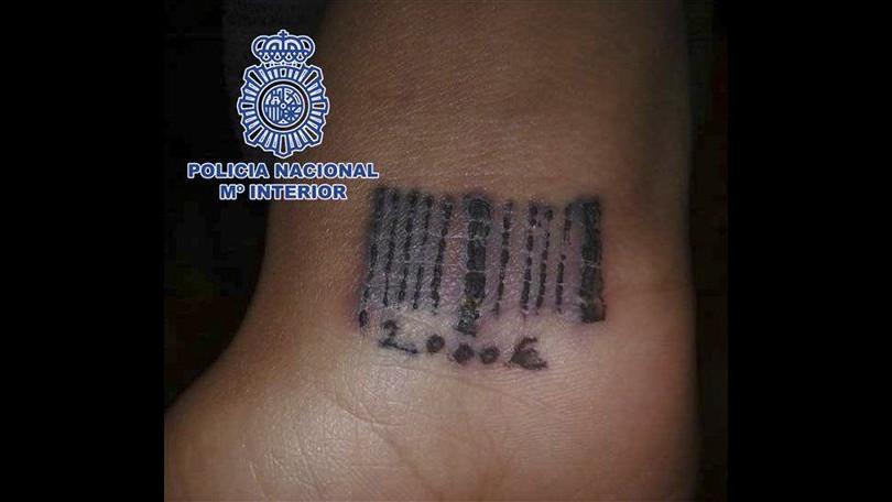Spagna, tatuavano donne con codici a barre: fermato giro prostituzione