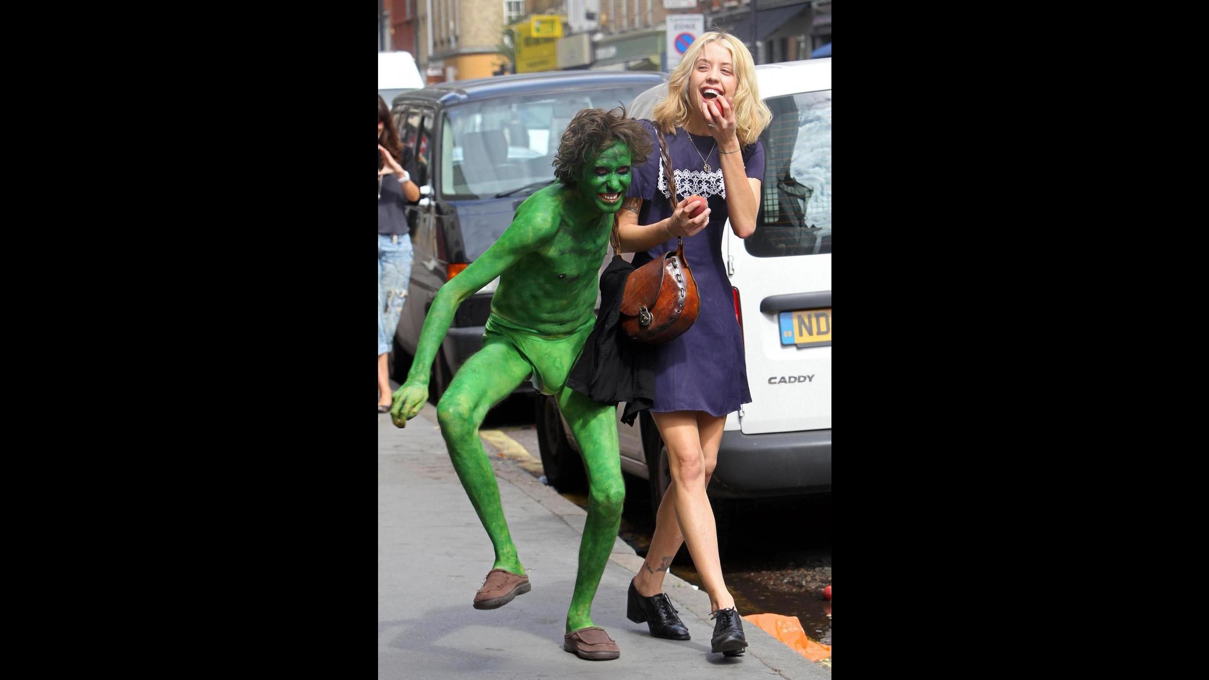 Peaches Geldof spaventata da un mostro verde per scherzo di Ross Lee