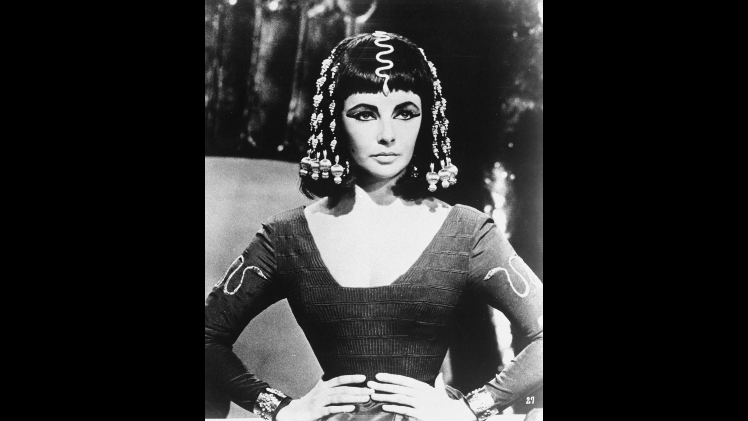 All'asta l'abito indossato da Liz Taylor nel film 'Cleopatra'