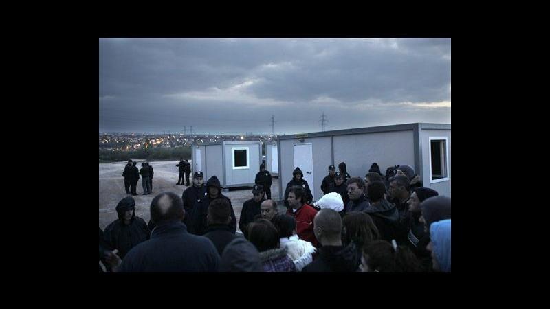 Serbia, scontri in protesta contro campo rom a Belgrado: 14 feriti