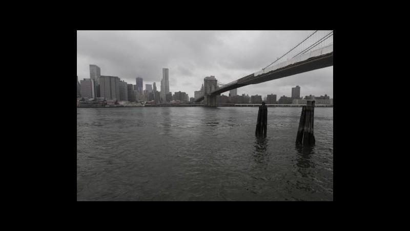 New York attende l'arrivo dell'uragano Irene senza scene di panico