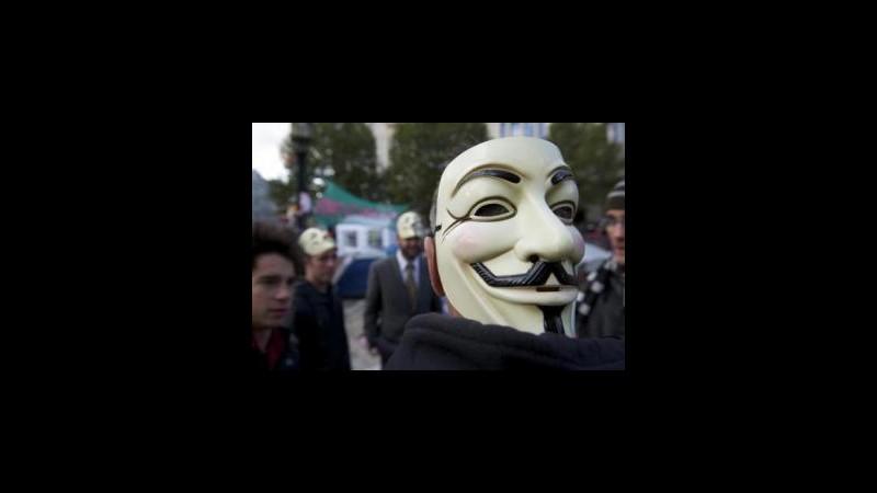 Cina, Anonymous attacca siti governo per protesta contro restrizioni
