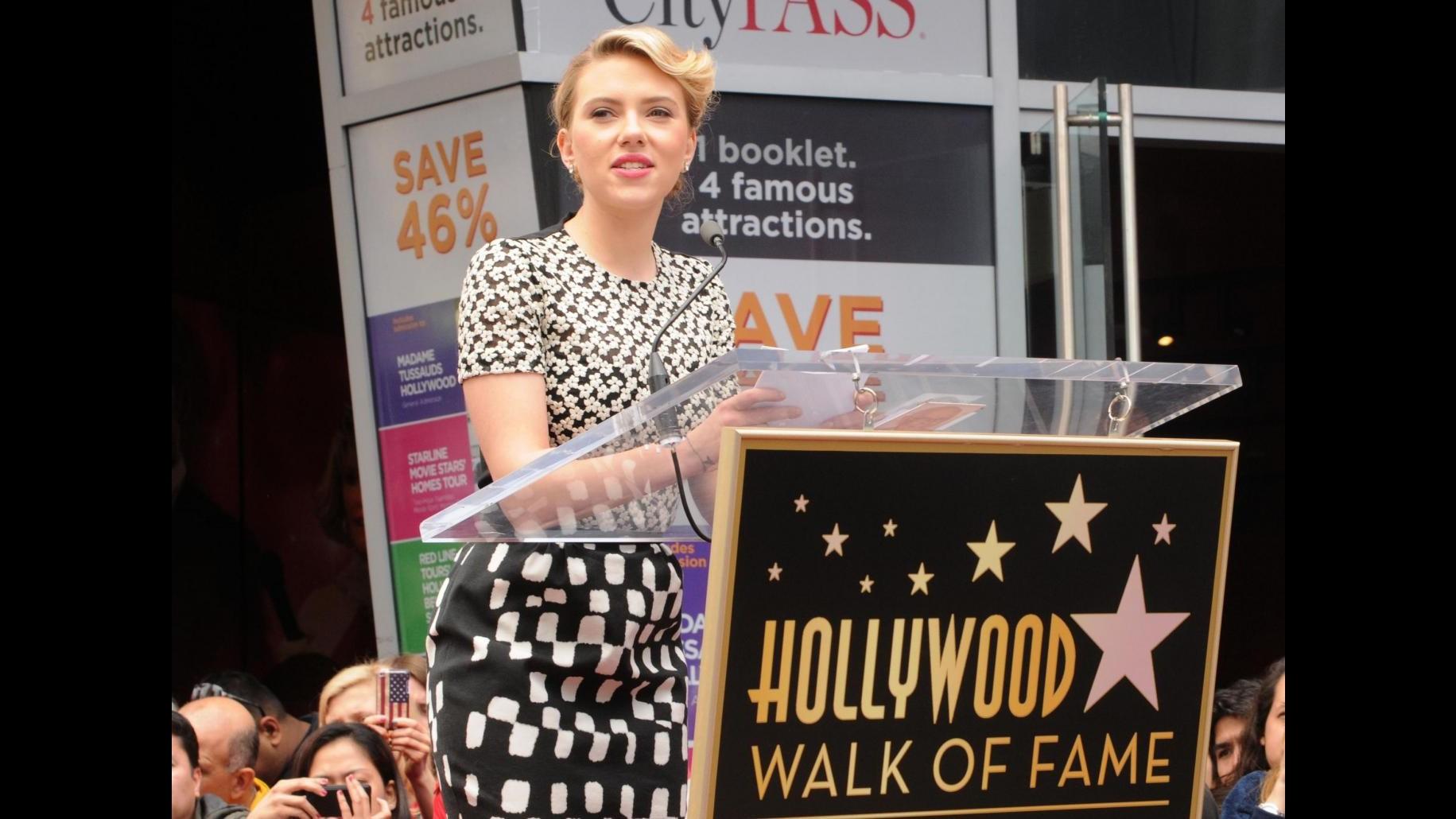 Una stella sulla Walk of fame per Scarlett Johansson