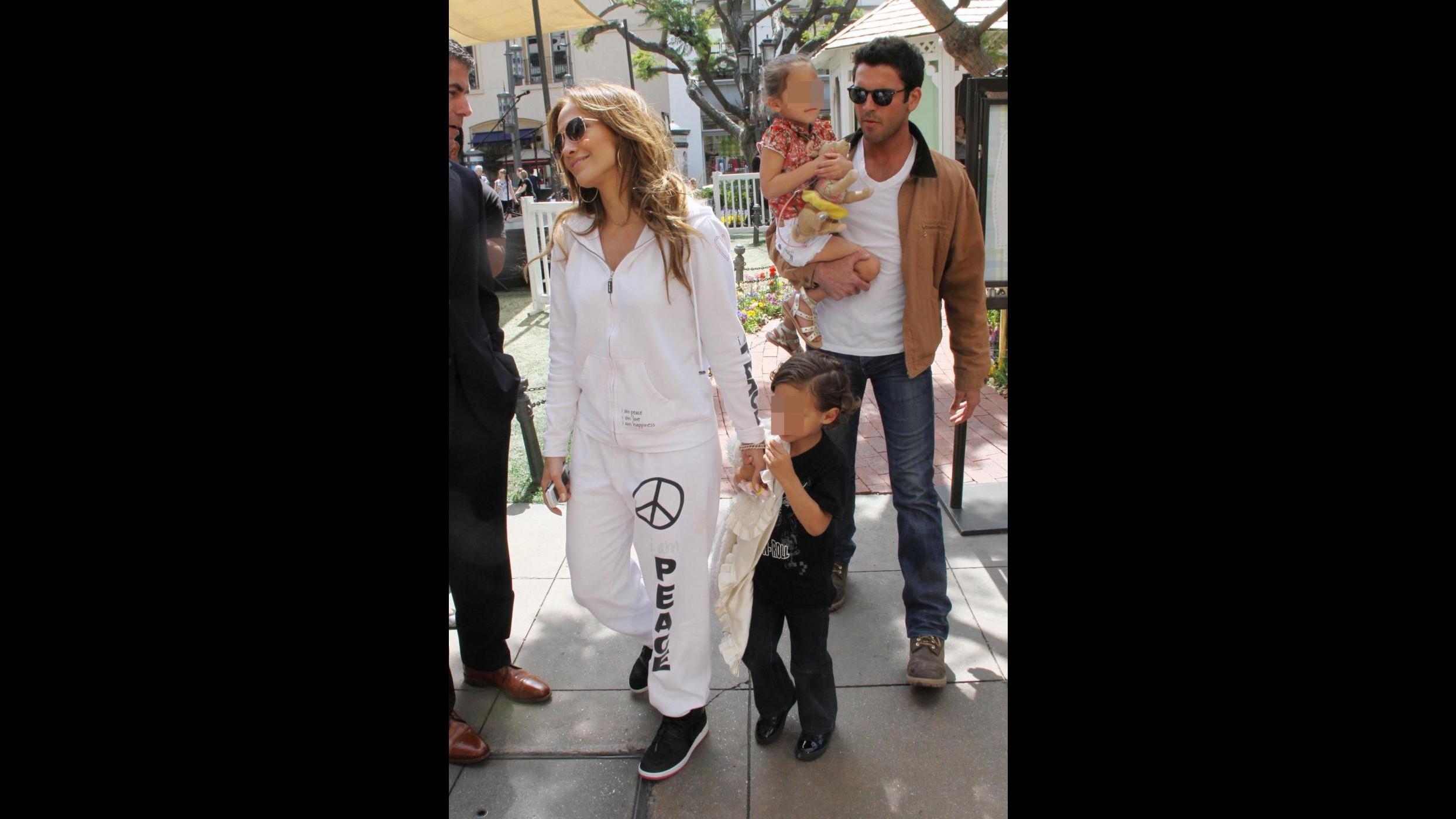 Jennifer Lopez chiede al giudice permesso di portare i bambini in tour