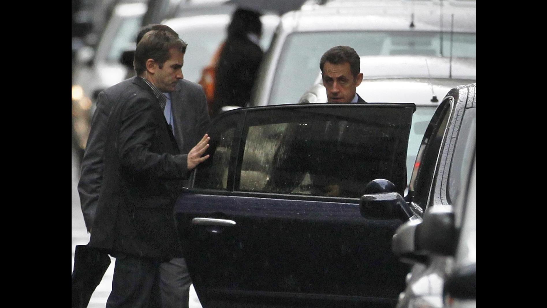 Sarkozy raggiunge nella notte la clinica dove è nata la figlia
