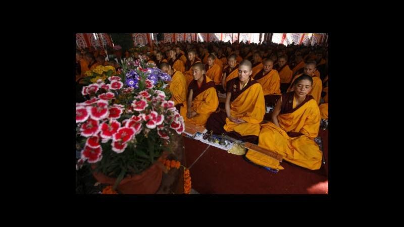 Tibet, 2 monaci buddisti si danno fuoco davanti tempio a Lhasa