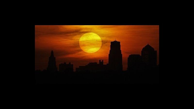 Venere dà spettacolo davanti al sole, appuntamento tra 105 anni