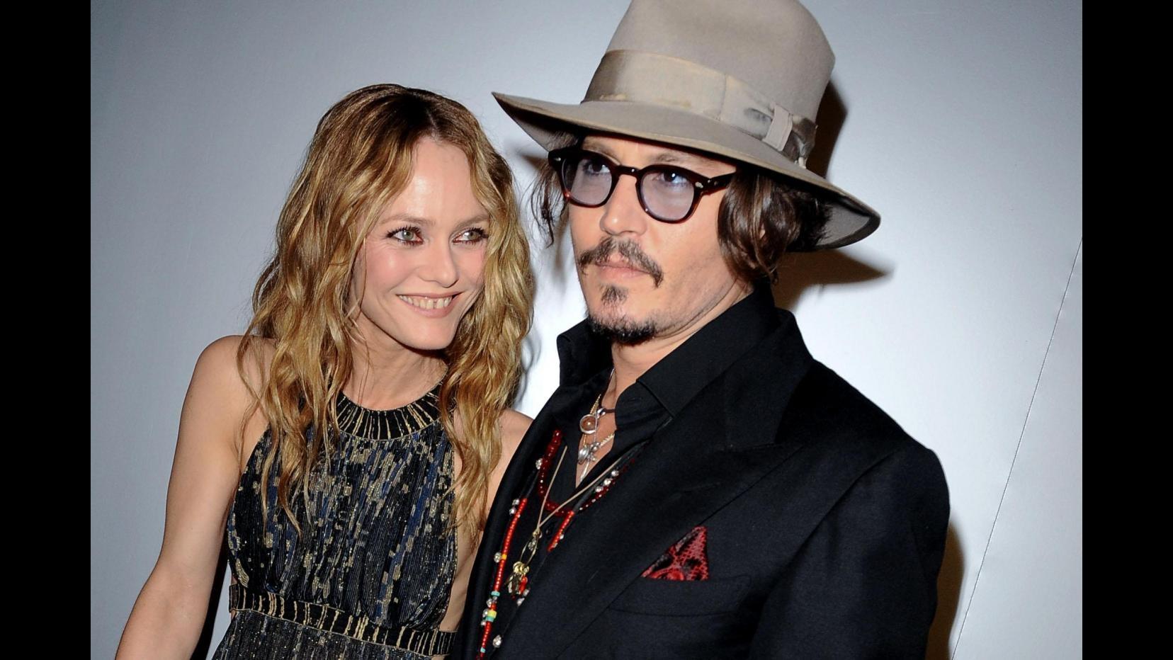 Vanessa Paradis riceve 100 mln da Johnny Depp dopo fine relazione