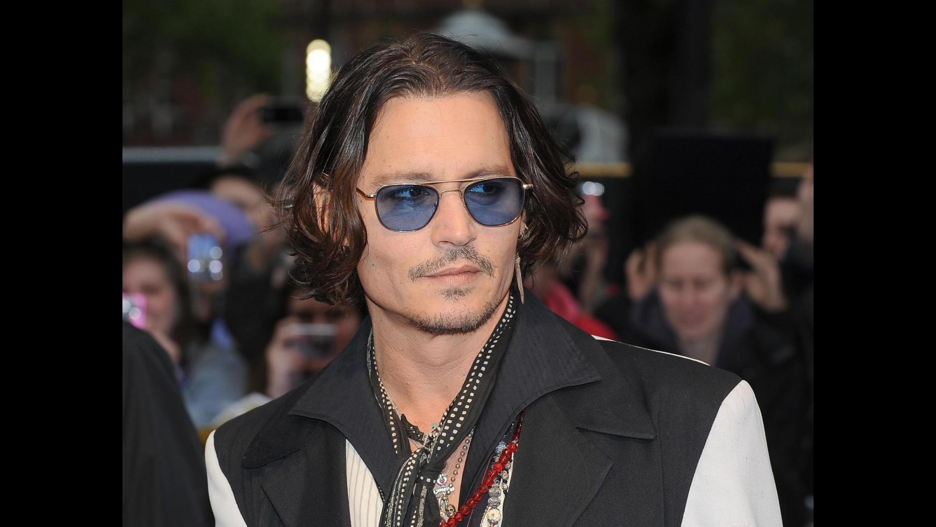 Johnny Depp sollevato dalla fine con Vanessa, ora guarda avanti