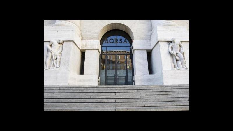 Borsa, Milano chiude con indici contrastati: giù banche, brilla Fiat