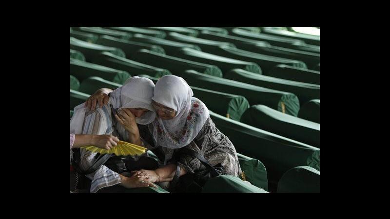 Bosnia, corpi 520 vittime di Srebrenica sepolti al cimitero Potocari