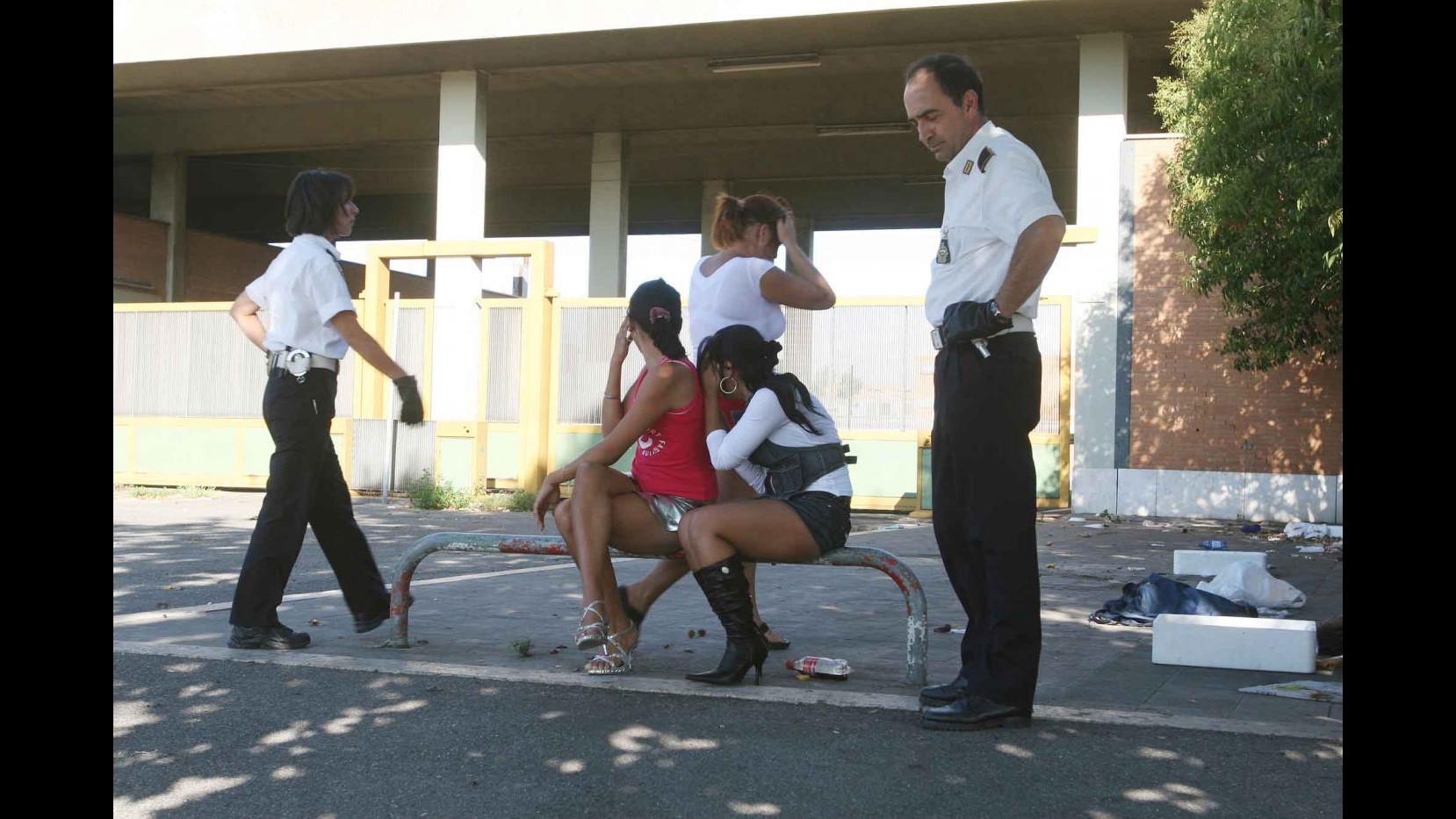 Roma, guerra tra bande albanesi per droga e prostituzione: 5 in cella