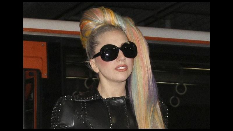 La Peta attacca Lady Gaga per aver indossato pellicce: Voltagabbana