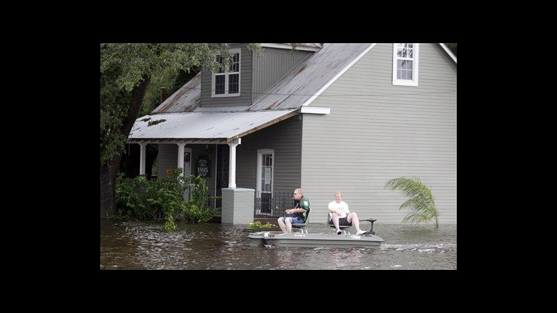 Isaac si indebolisce a depressione, ma resta allerta inondazioni