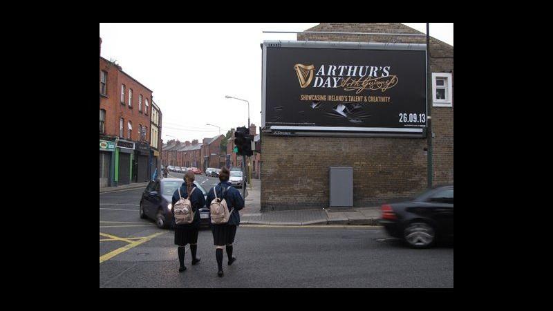Irlanda celebra Guinness con Arthur's Day ma è polemica su abuso alcol