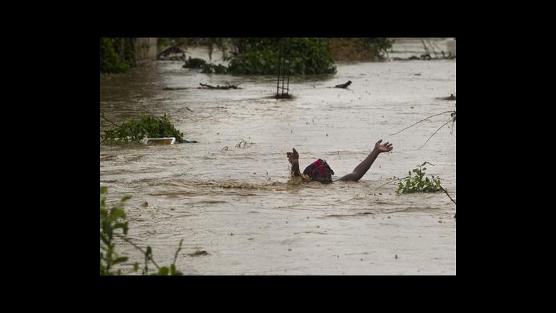 Tempesta Isaac, morti a Santo Domingo salgono a 9, migliaia sfollati