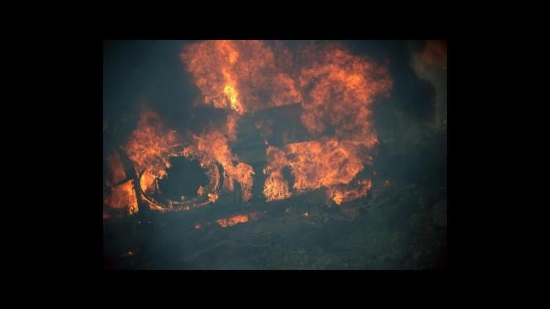 Cina, bus tampona cisterna metanolo e prende fuoco: 36 morti