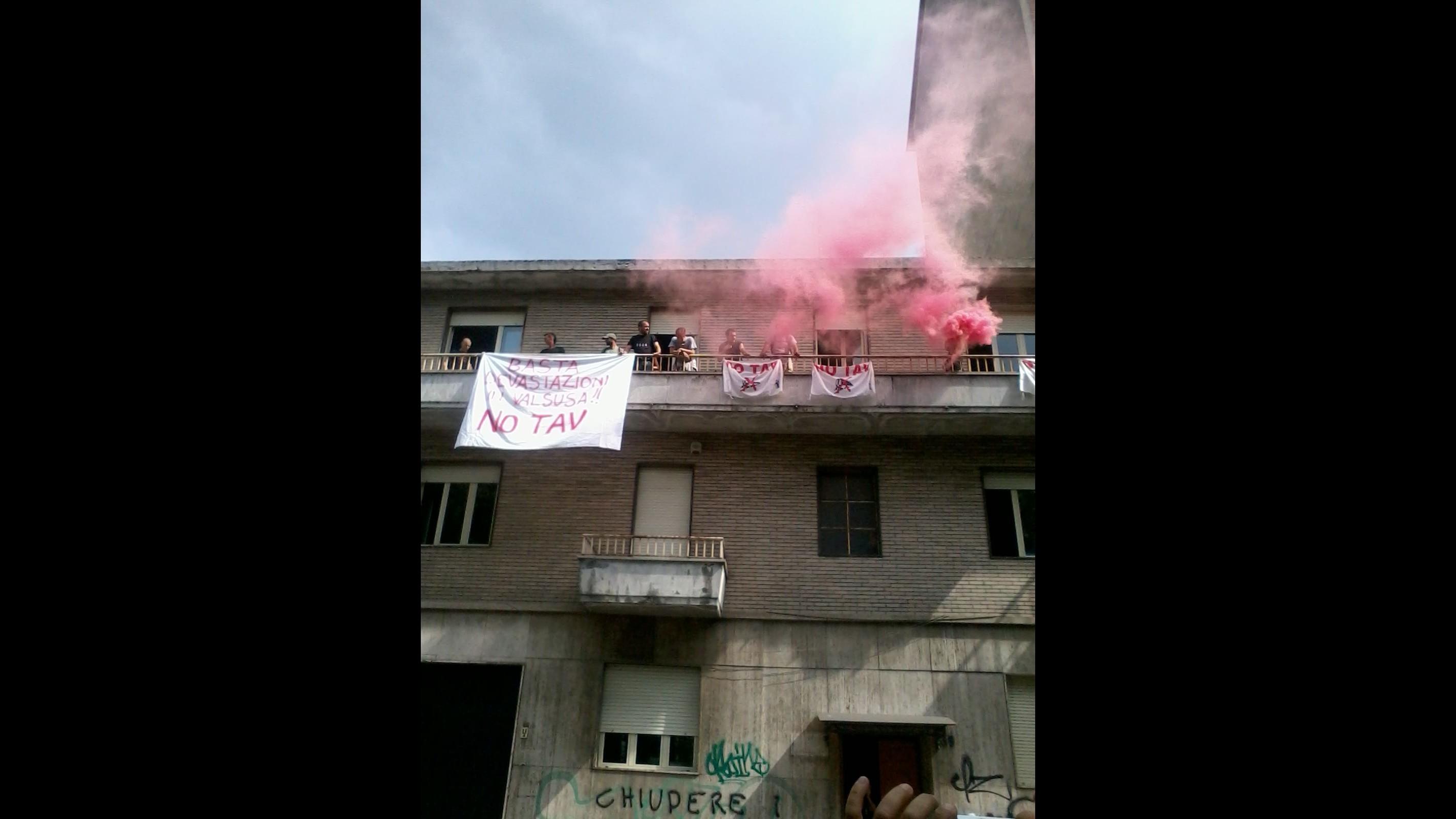 No Tav occupano locali impresa impegnata nella Torino-Lione