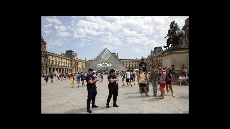 Francia, arrestati borseggiatori: derubavano turisti Louvre e Versailles