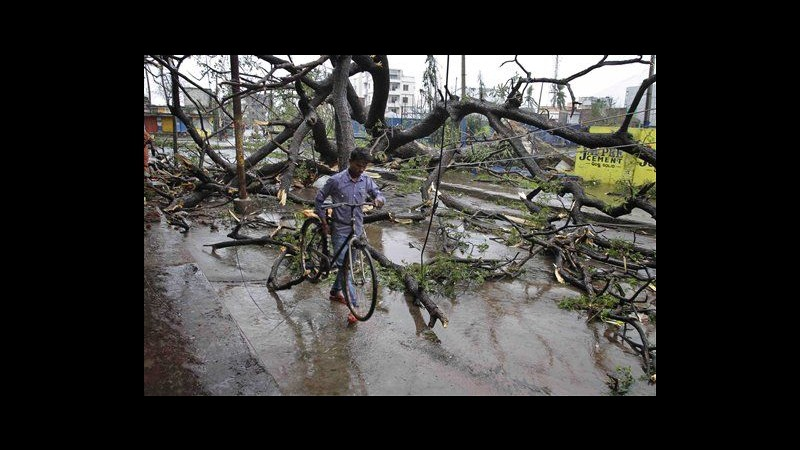 India, 23 le vittime di Phailin: arrivati a Calcutta naufraghi salvati