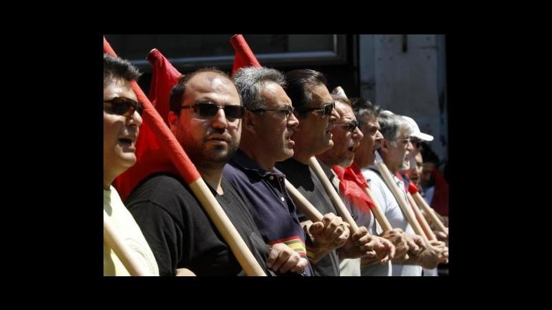 Grecia, pensionati irrompono in ministero Salute contro tagli sanità