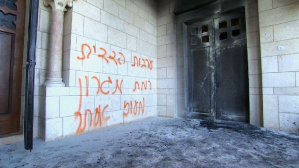 Gerusalemme, incendiate porte monastero cristiano:'Gesù è una scimmia'