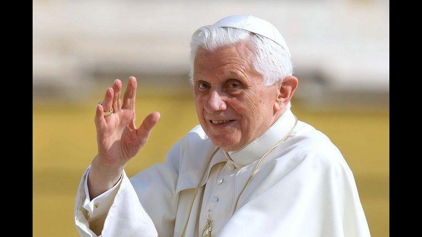 Benedetto XVI: Cattolici in politica non cedano su matrimonio e aborto