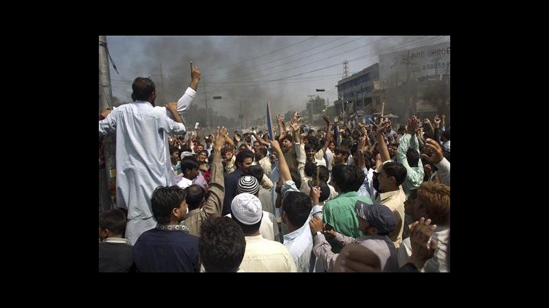 Film Maometto, venerdì di sangue in Pakistan: 17 morti e 187 feriti