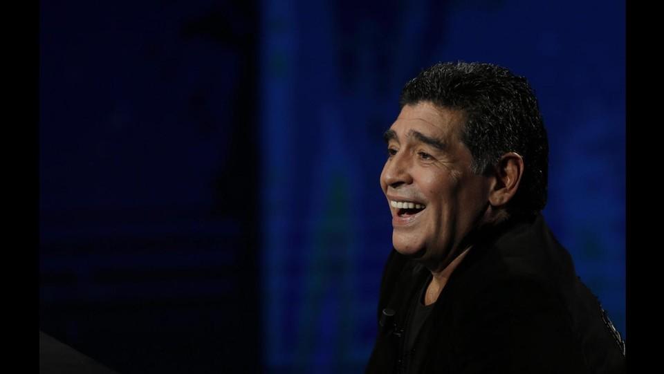 Napoli e Blatter festeggiano 53° compleanno Maradona  Auguri ad una  leggenda del calcio 7b5ec97c11de7