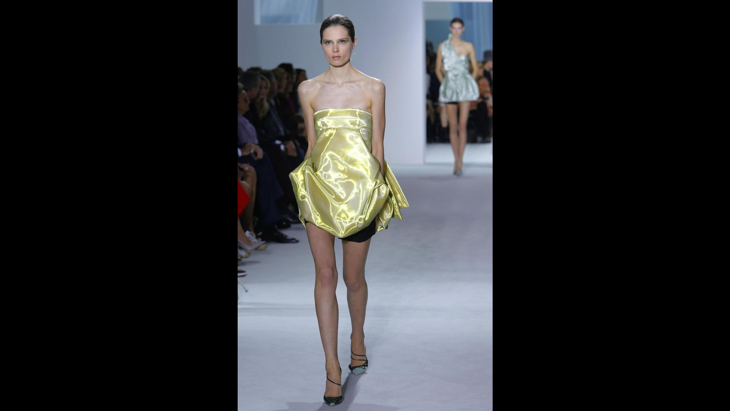 Parigi moda, libertà e minigonne sulla passerella Christian Dior