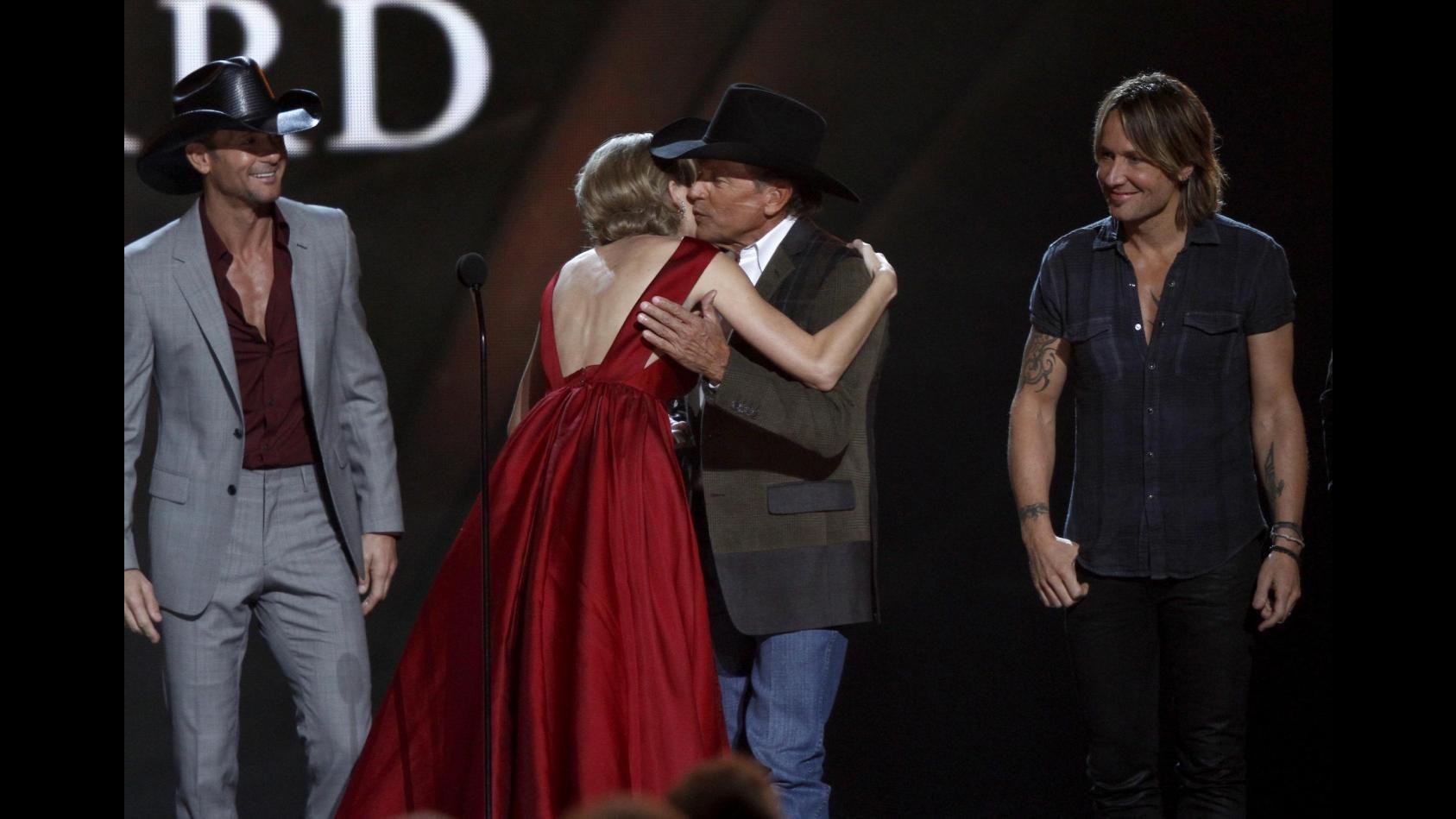 Country music award, George Strait vince premio Intrattenitore dell'anno