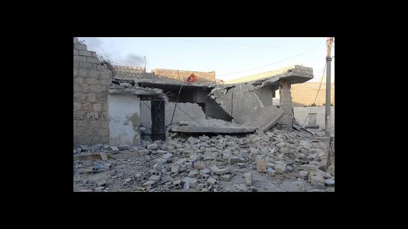 Siria, attivisti: 90 morti in raid aerei e bombardamenti regime
