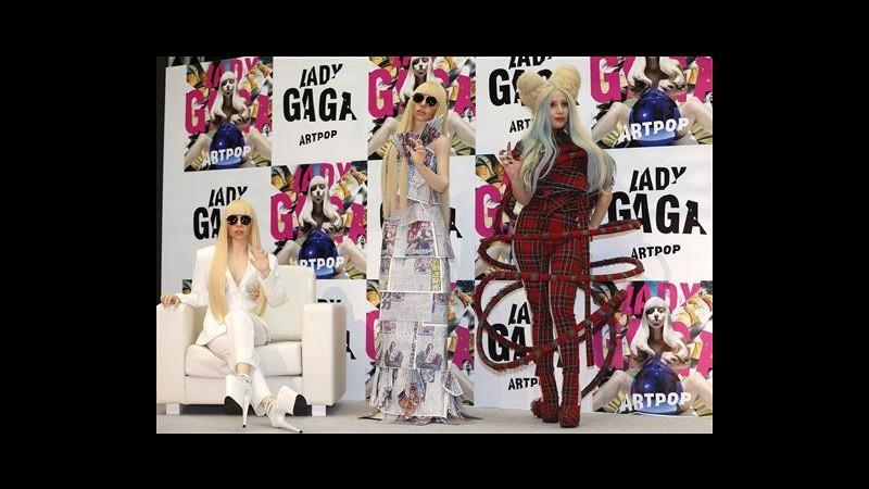 Arrivano le Gagadoll: Lady Gaga presenta a Tokyo le sue copie in silicone