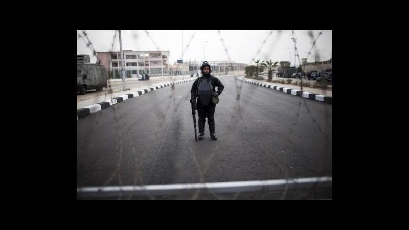 Egitto, granata contro posto di blocco di polizia al Cairo: un ferito