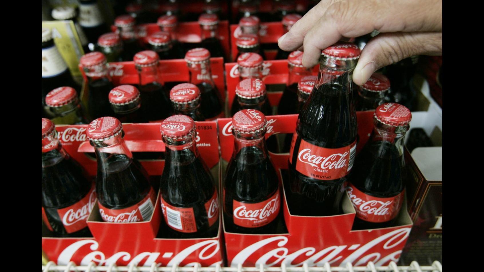 Coca-Cola, addio a storiche bottiglie vetro restituibili da 18 centilitri