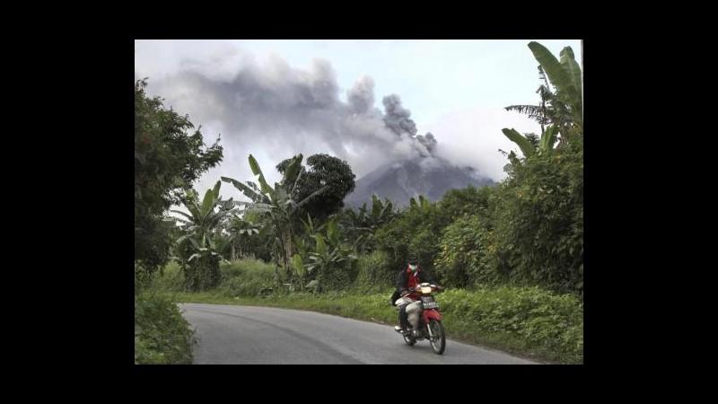 Indonesia, vulcano Sinabung erutta di nuovo: evacuate 19mila persone