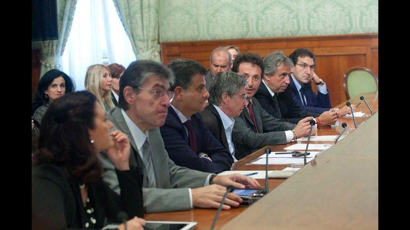 Federalismo, governo verso riduzione competenze Regioni