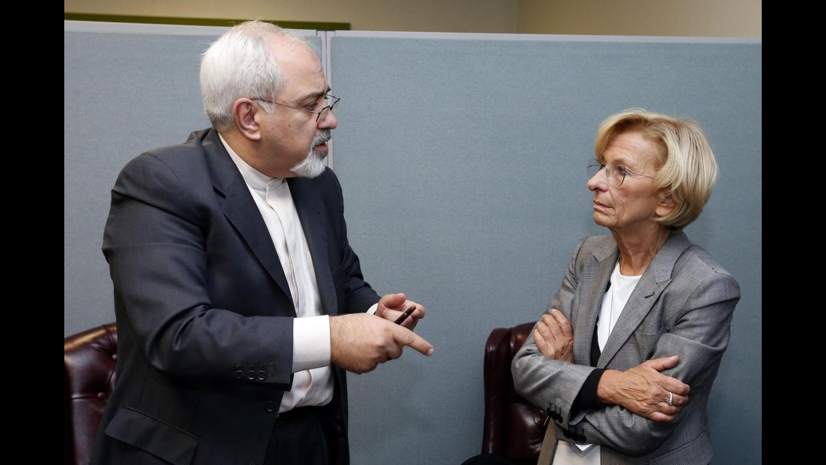 Iran, Zarif incontra Bonino: Colloqui su nucleare procedono lentamente