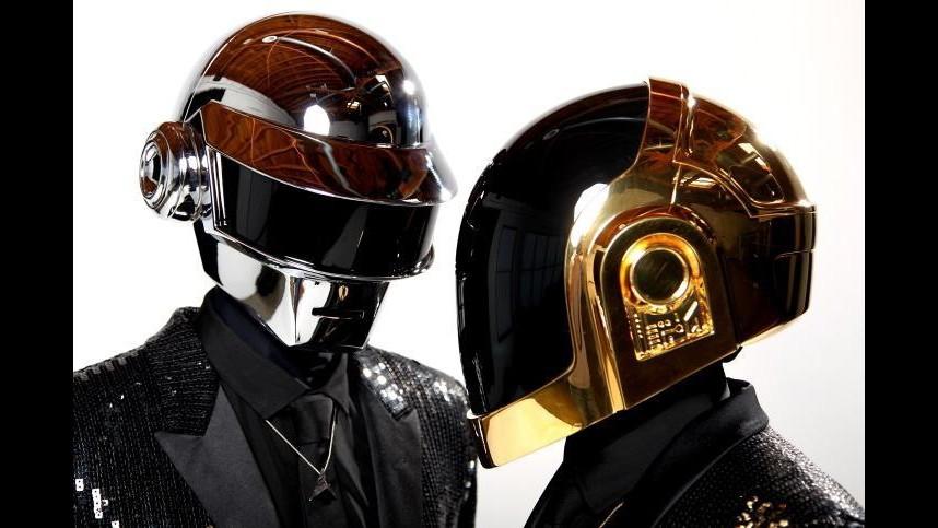 Grammy, Daft Punk e Willie Nelson sul palco con Pink e Imagine Dragons
