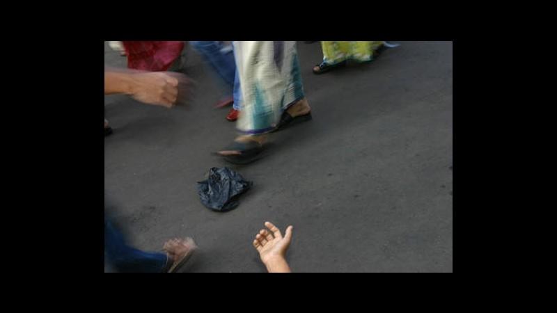 Messico, polemiche: bimba bianca mendica, tolta a genitori perché neri