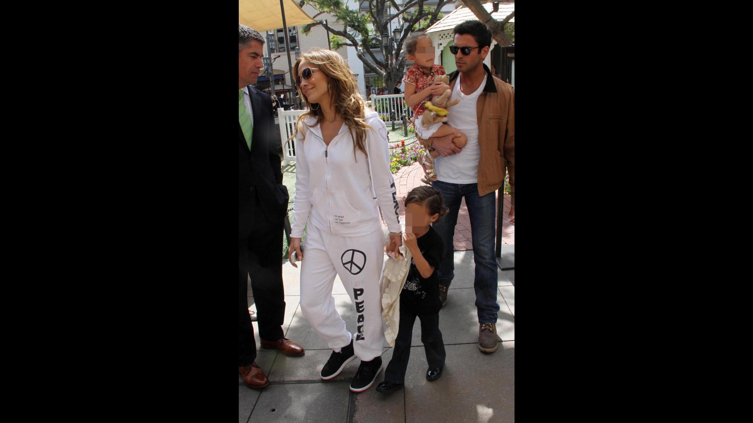 Jennifer Lopez e Casper Smart festeggiano il loro primo anniversario