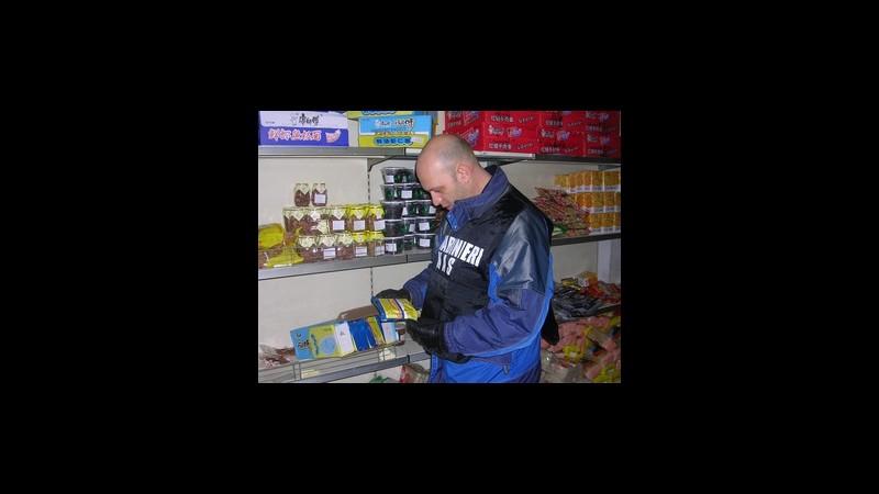 Cuneo, amaretti e biscotti con farine piene di insetti: 3 denunce