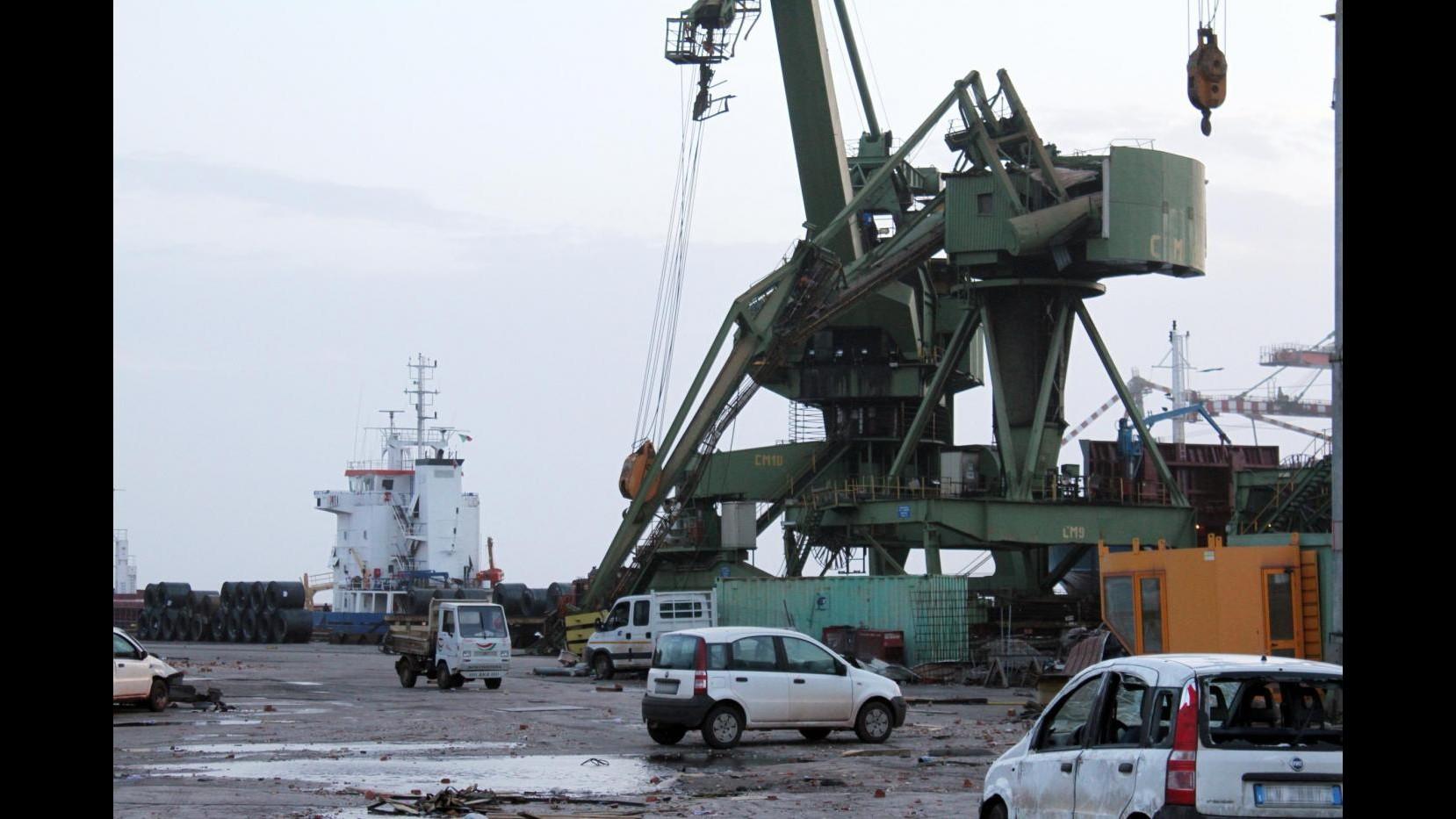 Tromba d'aria su Taranto: 38 feriti, disperso lavoratore Ilva